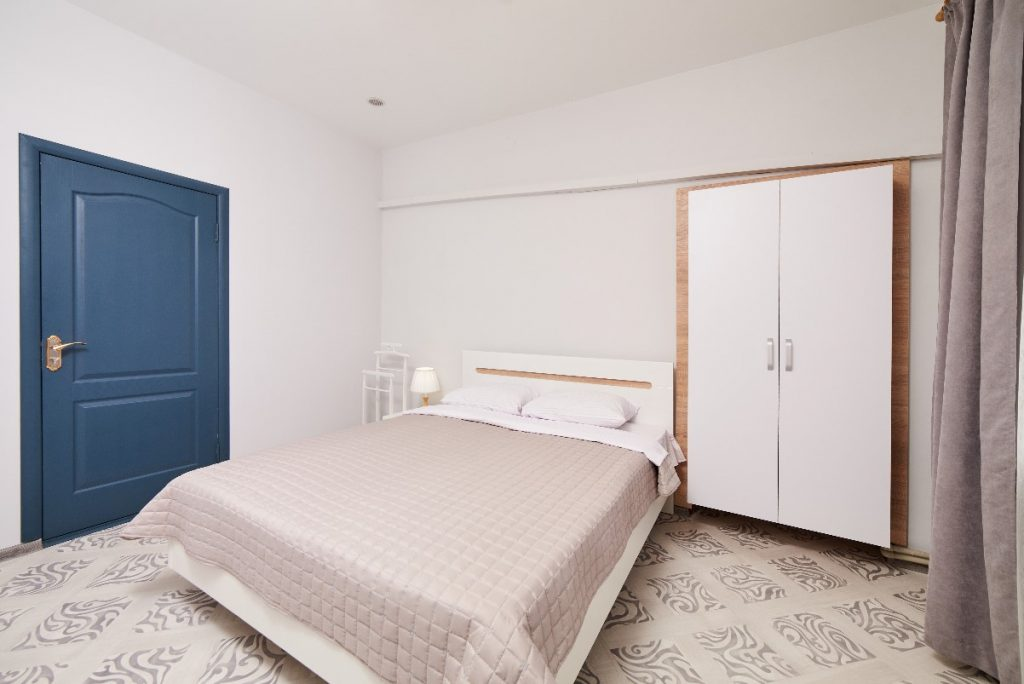 Hostel czy hotel - gdzie warto nocować w mieście?