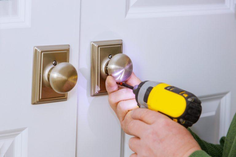 Jak zamontować drzwi harmonijkowe?