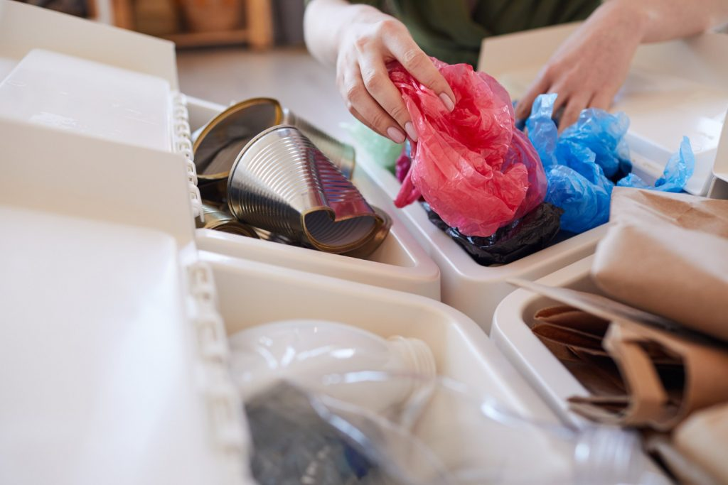 Organizujemy kosze na śmieci w małym mieszkaniu